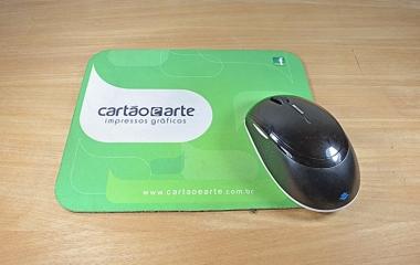 Mouse pad personalizado com fotos, textos ou logo para empresas, brindes e datas comemorativas.